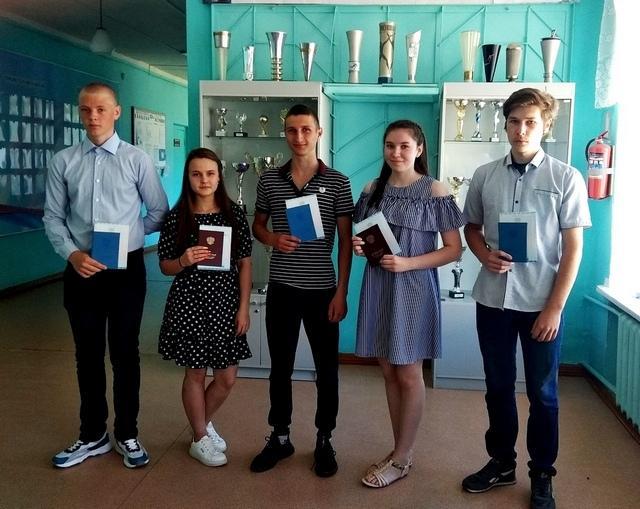 выпускники Маромицкой средней школы
