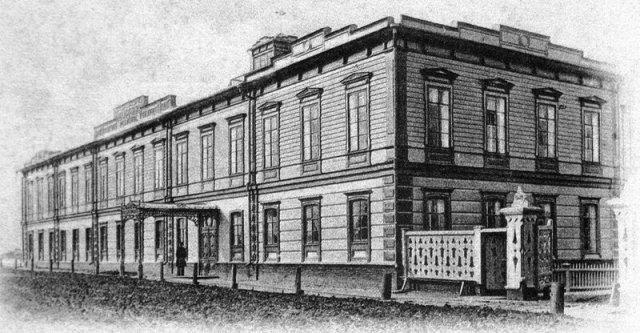 На снимке: здание Вятского земского Александровского реального училища. 7kholmov.ru