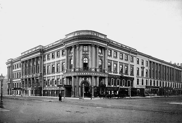 Дом искусств в Петрограде открыт по инициативе Максима Горького 19 ноября 1919 года. Он на время приютил и Грина.