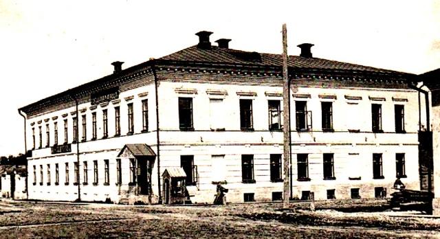 На снимке: Слободской. Городская земская управа и уездный съезд.