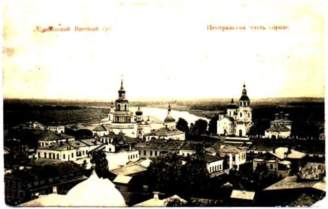 На снимке: открытка центральной части города Слободского и Никольский собор, в котором крестили Александра Степановича Грина.