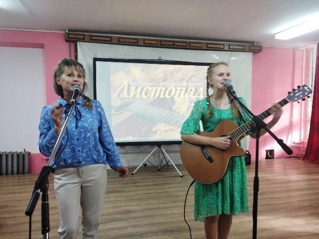 Оксана и Алёна Трубины на фестивале авторской песни