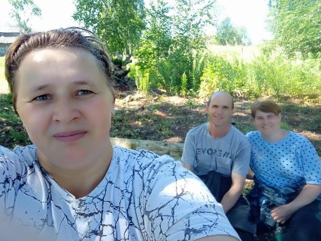 Вера Бильдина с гостями.