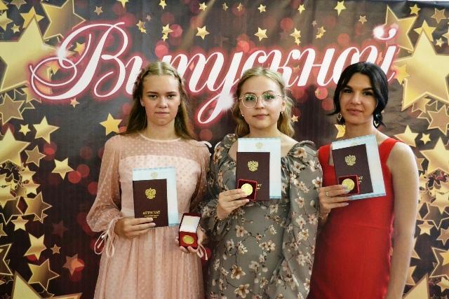 Ирина Изоткина, Татьяна Столбова, Юлия Колчанова