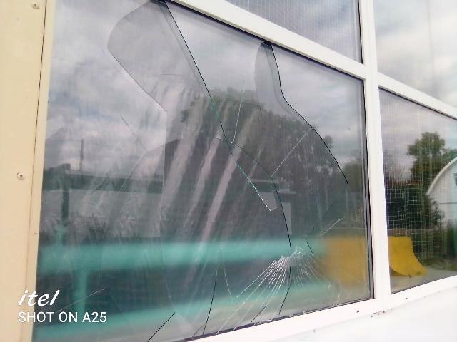 В ДЮСШ разбиты окна